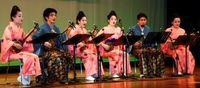 沖縄文化学び母国へ 金武で移住者子弟の激励会