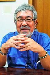 「大腸がんは早期発見すれば治る」と話す、浦添総合病院医師の金城福則さん=浦添市・浦添総合病院