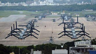 オスプレイやヘリが駐機する普天間飛行場=宜野湾市