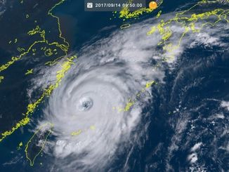 台風18号(14日9時50分現在、ひまわり8号リアルタイムwebから)