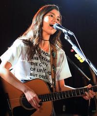 Anly、圧巻ギターに伸びやかな歌声で魅了 バンドスタイルの単独ツアー 地元・沖縄でファイナル