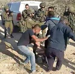 発電機を奪い合い、もみ合うイスラエル兵とパレスチナ人男性ら。目撃者が撮影した動画の一部=1日、ヨルダン川西岸南部ヤッタ郊外(共同)