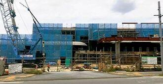 公共も民間工事も活況な宮古島。人手不足で島外から建設作業員を呼び寄せているため、アパートやマンションが不足している=2019年4月、宮古島市平良東仲宗根の宮古島未来創造センター工事現場