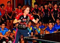 メダリストの技に熱視線 那覇で石川佳純選手の講習会