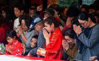 新年の門出祝う/初詣 家族連れら長蛇の列