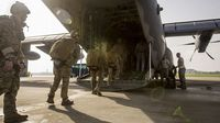 米軍パラシュート訓練:「住民軽視だ」沖縄県が日米政府に抗議