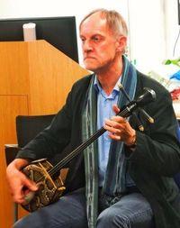 英国人の熱き三線愛 琉球古典音楽師範、沖縄移住へ