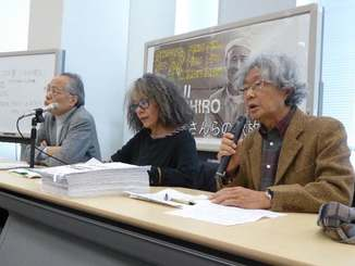 山城博治議長の早期釈放を求める(右から)鎌田慧さん、落合恵子さん、佐高信さん=12日、東京・参院議員会館