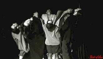 県系2世の我如古マギさん率いる舞踏団の舞台=アルゼンチン