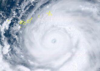 ひまわり8号リアルタイムwebがとらえた台風9号(8月8日午前11時50分)