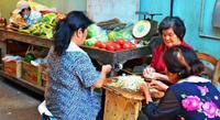 「投票に行くのは今度で最後」 栄町市場、路地裏の政治談義 [1票の向こう側 沖縄県知事選・1]