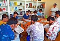 情報収集は「新聞で」 ゆいまーる沖縄が早朝勉強会