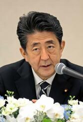 記者会見する安倍首相=9日午後、長崎市(代表撮影)