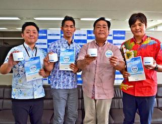 ポルコマッサージクリームをPRする大豊アグリの長崎秀則社長(右から2人目)ら=県庁記者クラブ