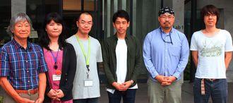 九州大などとの共同研究で、毒蛇ハブのゲノムを解読した沖縄科学技術大学院大学の佐藤矩行教授(左)らメンバー