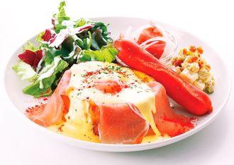 甘くない食事系のフレンチトーストで人気の「エッグベネディクト」(九州産交リテール提供)
