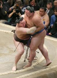 大相撲、一人横綱の白鵬が6連勝 平幕阿武咲も全勝、1敗5人