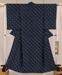 (資料写真)琉球藍染の織物