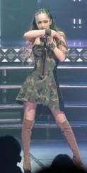 華麗な歌とダンスでツアー最終日を飾った安室奈美恵=大阪・オリックス劇場