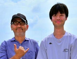 国際海洋底調査に参加した琉球大学の新城竜一教授(左)と大学院生の相澤正隆さん=台湾沖(新城教授提供)