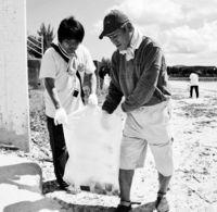 障がい者ら30人 石川ビーチ清掃