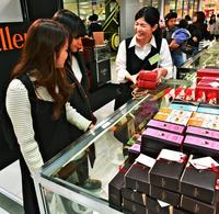 チョコっと豪華「インスタ映え」 沖縄もバレンタイン商戦ピーク 売れ筋は500~1000円
