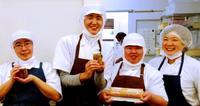 沖縄食材とチームワークで勝負! ひまわりファクトリー、日本一のケーキ作り挑戦