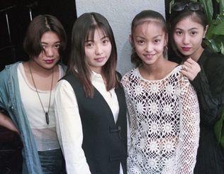 デビュー後、初の沖縄ライブを行った17歳当時の安室奈美恵withスーパーモンキーズ=1994年9月、沖縄市のライブカフェKOZA