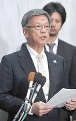 最高裁で弁論が開かれないことについて「極めて残念だ」と述べる翁長雄志知事=12日午後7時、県庁