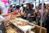 ケーキ、ドーナツ、アイスクリーム… 沖縄のスイーツ、タイムスビルに集結 4日まで開催