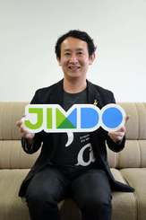 Jimdo入門セミナーの開催をPRするKDDIウェブコミュニケーションズの高畑哲平副社長=沖縄タイムス社