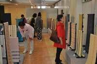 鮮やかな着物、帯、小物を展示即売 「首里織展」那覇で11日まで