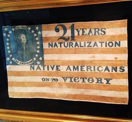 ネーティブ・アメリカン党の旗。旗の文句は「21年で市民権の獲得。勝利するネーティヴ・アメリカン」