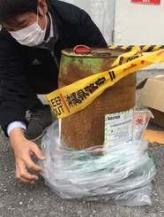 国頭村が保管しているドラム缶=12日、国頭村役場