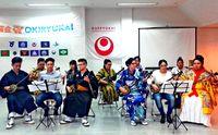 アルゼンチン 沖縄で学んだ三線を披露 「沖留会」演奏に高い関心