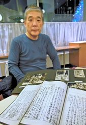 戦前の琉球芸能の一級資料を残した画家、片山春帆の系譜や写真を広げる孫の片山正雄さん=東京都内
