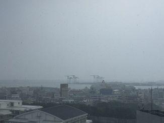 沖縄本島地方は不安定な天気となっている