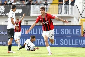 リーグ戦デビューのスペツィア戦でゴールを決めたACミランのダニエル・マルディーニ=25日、ラスペツィア(AP=共同)