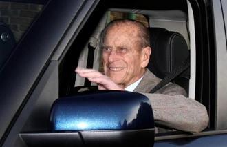 2011年、英国南部で運転するフィリップ殿下(ロイター=共同)