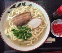 [大弦小弦]「これが沖縄県民のそばだ。食べてみてくれ」…