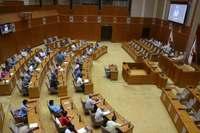 台風18号接近で沖縄県議会は延会