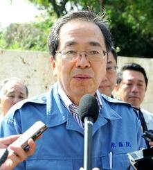 首里城視察後、与党として再建に取り組む方針を示す公明党の斉藤鉄夫幹事長=2日、首里城公園