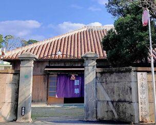物損事故で損壊する前の、津嘉山酒造所の塀の様子=1月15日、名護市大中(提供)