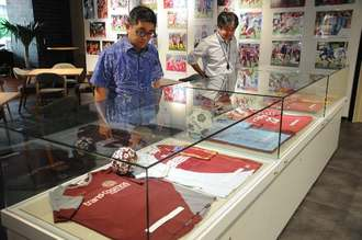 FC琉球の15年の軌跡を振り返る展示会が始まった12月3日午前、那覇市久茂地のタイムスギャラリー