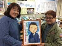 震災で亡くなった愛息、似顔絵で成人に 那覇市の森琢磨さんがプレゼント