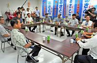 沖縄県知事選:残る障壁は「心の一本化」 安里氏推す声、なお根強く