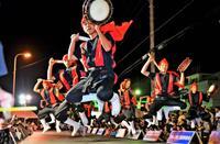勇壮な演舞、前夜祭を彩る うるま市エイサーまつり