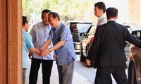 菅氏、沖縄訪問の「裏ミッション」 知事選にかける執念