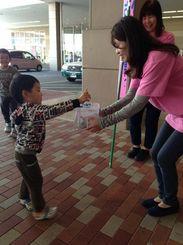 母の涼子さんの出身地、熊本県八代市でも、募金活動の支援の輪が広がっている。(和久田由美さん提供)