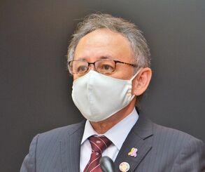 沖縄県内の新型コロナウイルスの新規感染者数が111人に上ったことを受け、対策の徹底を呼び掛ける玉城デニー知事=31日、沖縄県庁